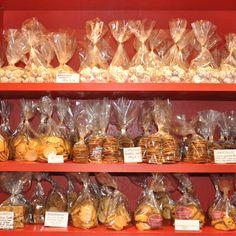 Das süße Geschäft Philomenis in der Knesebeckstraße mit einer riesen Auswahl veschiedener Köstlichkeiten aus Nüssen und Trockenfrüchten | creme berlin