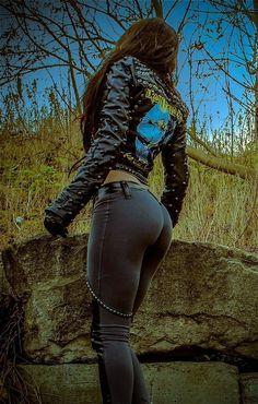 kép:https://i.pinimg.com/236x/1d/cd/42/1dcd42fe78bad948c8d56def33069e1f--dark-clothing-toxic-vision.jpg
