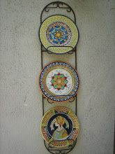 porta platos pared triple y platos Decorative Plates, Home Decor, Wall Plates, Pendants, Roses, Cooking, Architecture, Projects, Decoration Home