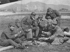 1937年12月22日。南京城内にて餅を食べる : EA_ Warhistory