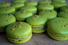 Pistachio macarons (with Italian meringue) complete with step by step photos and notes to help you recreate these yummy yummy treats. Now, all I need is a pot of lavender Earl Grey tea and a good book. Vegan Desserts, Dessert Recipes, Frosting Recipes, Vegan Recipes, Pistachio Macarons, Vegan Macarons, Donuts, Italian Meringue, Gourmet