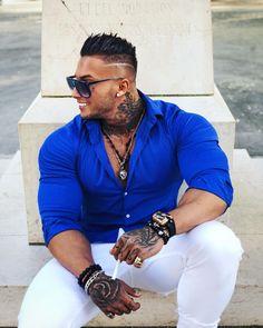 Men's Fashion I like! Mode Masculine, Stylish Men, Men Casual, Mens Fashion Wear, Fashion Suits, Look Man, Muscular Men, Gentleman Style, Attractive Men