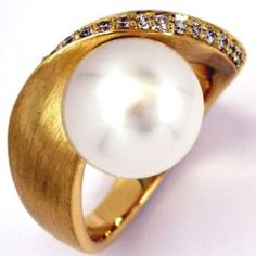 Gold & Pearl Ring (1062) - Wave contemporary Jewellery