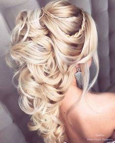 Beautiful Wedding Hairstyles Ideas For Curly Hair 20