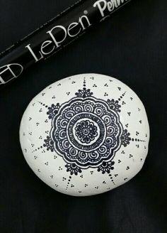 ••• Alaska Art Stone ••• Painted rock with LePen art pen. Alaskan rocks with style!