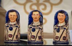 Матрёшки, изображающие экипаж 50-й экспедиции МКС, вернувшийся на Землю.