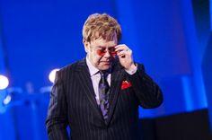 """""""Tenho pena deles"""" Elton John critica o reality show The X Factor http://glo.bo/1cuFaBT"""