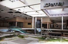 Poderosas fotos de um shopping abandonado capturam o fim de uma era