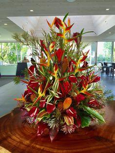d29ac7bbfcc258 Lobby Tropical Centerpiece Kui   I Florist