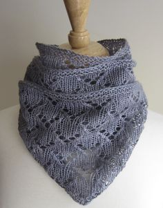 Heavenly Cowl knitting pattern available at leahmichelledesigns.com - $4.50