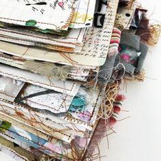 Just a pic for inspiration Handmade Journals, Handmade Books, Fabric Journals, Art Journals, Fabric Books, Moleskine, Homemade Journal, Stitching On Paper, Book Maker