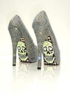 Yess.. glitter and skull shoes. These bad boys would be worn at the reception