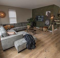 Living Room Green, Home Living Room, Living Room Decor, Home Room Design, Home Interior Design, Interior Ideas, Home 21, House Inside, House Rooms