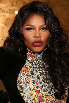 Beauty Buzz: Lil' Kim's Feelings On Red Lipstick, Valentine's Day Hair Suggestions, Much Lil Kim Plastic Surgery, Botched Plastic Surgery, Bad Plastic Surgeries, Plastic Surgery Gone Wrong, Celebrity Plastic Surgery, Kim Before And After, Scary People, Bad Makeup, Carrot Top