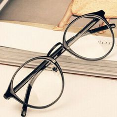 Eyeglasses Frames Men Women Nerd Glasses Clear Lens Eyewear Unisex Retro Eyeglasses Spectacles ** Click the image to find out more on AliExpress website Cute Glasses, New Glasses, Glasses Frames, 2017 Glasses, Circle Glasses, Vintage Hipster, Retro Vintage, Retro Men, Style Vintage