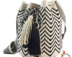 Bolso de mano en crochet de estilo wayuu por VientosurSantander