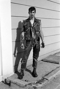 As John Maybury writes in the forward of Ridgers' book: | 17 Incredible Vintage Photos From London's '70s Punk Scene