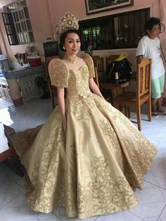 Gold beaded filipiniana by Christ Lee Marcelino Modern Filipiniana Gown, Filipiniana Wedding Theme, Wedding Gowns, Philippines Dress, Debut Dresses, Designer Dresses, Ball Gowns, Fashion Outfits, Formal Dresses