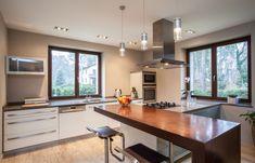 Diana 200 bílá, moderní kuchyně s ostrůvkem a barem