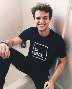 Fc - Brandon flynn || Justin Flynn is eighteen and a senior in high school. He's super popular and is the quarterback on the football team. Justin is an asshole and a player. His best friend is, Kian.
