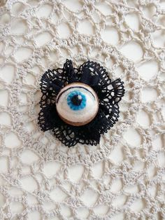Custom eye portrait, Gothic chic Eye cameo, creepy cool eye brooch, victorian Christmas needle felted eye gift, ooak evil eye, bohemian pin.