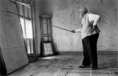 Foto de Matisse em seu ateliê tirada por Robet Capa.