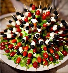 Appetizers for party snacks cooking Ideas Snacks Für Party, Appetizers For Party, Appetizer Recipes, Appetizer Ideas, Individual Appetizers, Skewer Appetizers, Canapes, Veggie Party Food, Appetizer Table Display