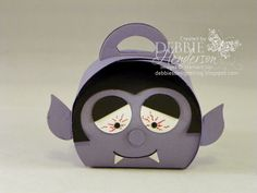 Halloween Dracula made with Stampin' Up! Curvy Keepsakes Box Die. Debbie Henderson, Debbie's Designs.