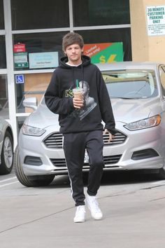   IS ONE DIRECTION LOUIS TOMLINSON BACK WITH HIS EX GIRLFRIEND   http://www.boybands.co.uk