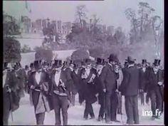 "Aperçu de l'Exposition universelle de Paris 1900. And the ""Street Cries"" from the novel here @2:45 http://m.youtube.com/watch?v=zpwUnfRrK4s"