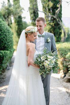 Mediterrane Greenery Hochzeit am Gardasee Half Updo, Floral Crown, Boho, Headpiece, Greenery, Wedding Hairstyles, Corner, Wedding Dresses, Inspiration