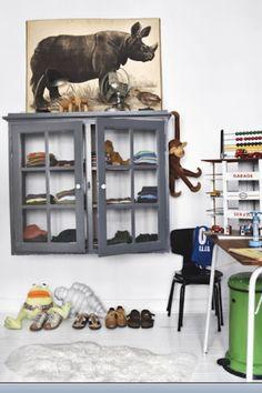 Children's room - Vintage cupboard - Via Deco Peques Sweet Home, Kids Decor, Home Decor, Deco Design, Kid Spaces, Boy Room, Kids Bedroom, Bedroom Desk, Furniture