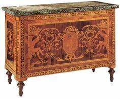Commode marquetée à motifs néoclassiques d'origine lombarde (atelier de Maggiolini 1790 environ).