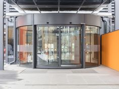University Hospital, St. Pölten (AUT) Photographer: ©tremonia In the entrance area, the KTC 2 revolving door with integrated ST FLEX sliding door provides the required barrier-free access - so people with reduced mobility also have easy access. #architecture #design #building #ArchitectureDesign #Smartandsecureaccesssolutions #TrustedAccess #dormakaba #KTC2