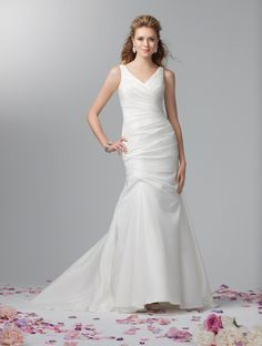 Alfred Angelo 2355 - http://hagleybridalstudio.com/our-collection/studio/