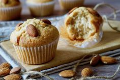 tasty mug cake Mini Desserts, Low Carb Desserts, Cooking Cake, Cooking Recipes, Low Carb Brasil, Almond Muffins, Gluten Free Muffins, Cupcakes, Small Meals