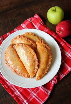 There's nothing better than Southern Fried Apple Pies in the Fall! Check out my Best Fried Apple Pies Recipe that's made completely homemade from scratch! These old fashioned Amish-Style Fried Apple Hand Pies are so easy and delicious with a tender, flaky, and buttery pie crust, a cinnamon sugar apple pie filling, and a sweet powdered sugar glaze. #friedapplepies #applepie #falldesserts Fried Apple Pies, Apple Hand Pies, Fried Pies, Homemade Apple Pie Filling, Homemade Pie, Cinnamon Sugar Apples, Apple Pie Recipes, Cake Recipes, Dessert Recipes