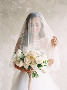 Light and organic styled indoor wedding | Wedding Sparrow | Morgan Gosch Photography