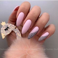 Simple Almond Nail Ideas For Grooming Your Fingers – Page 7 of 12 – Vida Joven - Nageldesign Almond Nails Red, Almond Nail Art, Almond Shape Nails, White Nails, Pink Nails, American Nails, Elegant Nails, Halloween Nail Art, Nail Stamping