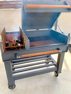 Campfire Grill, Bbq Grill, Bar B Que Grills, Fire Pit Essentials, Casa Loft, Grilled Beef, Grill Design, Outdoor Cooking, Wood Design