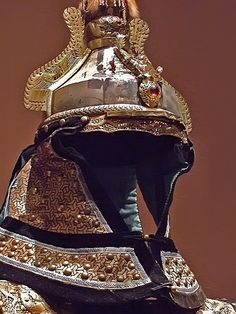 Manchu Imperial Guard's Parade Uniform Helmet Qing Dynasty 1655 to 1911 Late century Jordan Schnitzer Museum of Art 4 Helmet Armor, Arm Armor, Body Armor, Ancient Armor, Medieval Armor, Chinese Armor, Retro Mode, Knight Armor, Qing Dynasty