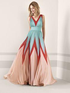 Los 79 vestidos de fiesta de pronovias colección 2019 con los que deslumbrar como invitada Evening Dresses, Prom Dresses, Formal Dresses, The Dress, Pretty Dresses, Ideias Fashion, Party Dress, Chiffon, Skinny