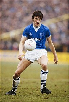 Everton defender Derek Mountfield in action during a First Division Match in Get premium, high resolution news photos at Getty Images Retro Football, Football Cards, Football Soccer, Football Shirts, Tranmere Rovers, Andy King, Liverpool History, Everton Fc