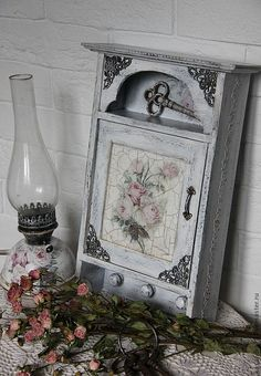Decoupage and Crackle Decoupage Wood, Decoupage Furniture, Painted Furniture, Shabby Chic Crafts, Vintage Shabby Chic, Altered Boxes, Altered Art, Pretty Storage Boxes, Woodworking Box