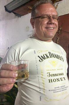O cliente e amigo Silvio Luís, da Pizzaria Papa Fornari - www.papafornaripizzas.com.br -, com a sua camiseta Jack Daniel's Honey. Cheers!