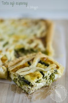 Torta agli asparagi (di Santena) e Taleggio  http://www.solounvelodifarina.it/2014/04/torta-agli-asparagi-e-taleggio.html