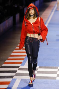 Tommy Hilfiger Spring 2018 Ready-to-Wear Fashion Show Collection