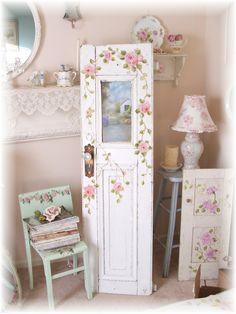 aproveitando portas, janelas e cadeiras antigas...