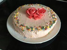Pirousckas tårta. Fyllning: Hallon mouse och citron mouse