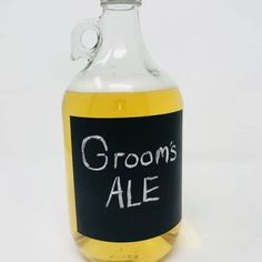This creative chalkboard growler holds a half gallon of your favorite local beer or home brew (chalk included). Great for weddings, groomsmen gifts and home bars! Best Groomsmen Gifts, Groomsman Gifts, Diy Gifts, Unique Gifts, Wedding Gifts For Bride And Groom, Beer Growler, Presents For Friends, Home Brewing, Bars For Home